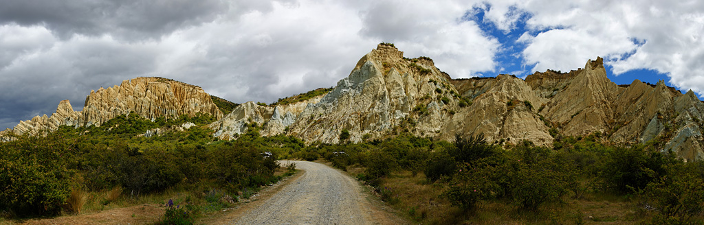 Clay_Cliffs_near_Oamara_1