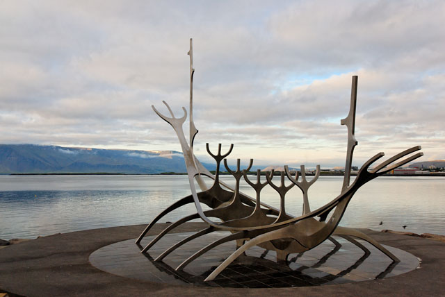 Viking_boat_sculpture